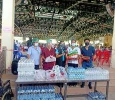 มอบน้ำดื่มและอาหารให้บุคลากรทางการแพทย์ รพ.ส่งเสริมสุขภาพ ต.บ้านเป็ด